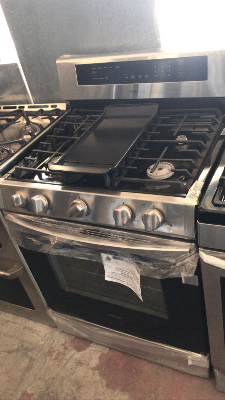 Samsung 5 burner stove/ oven