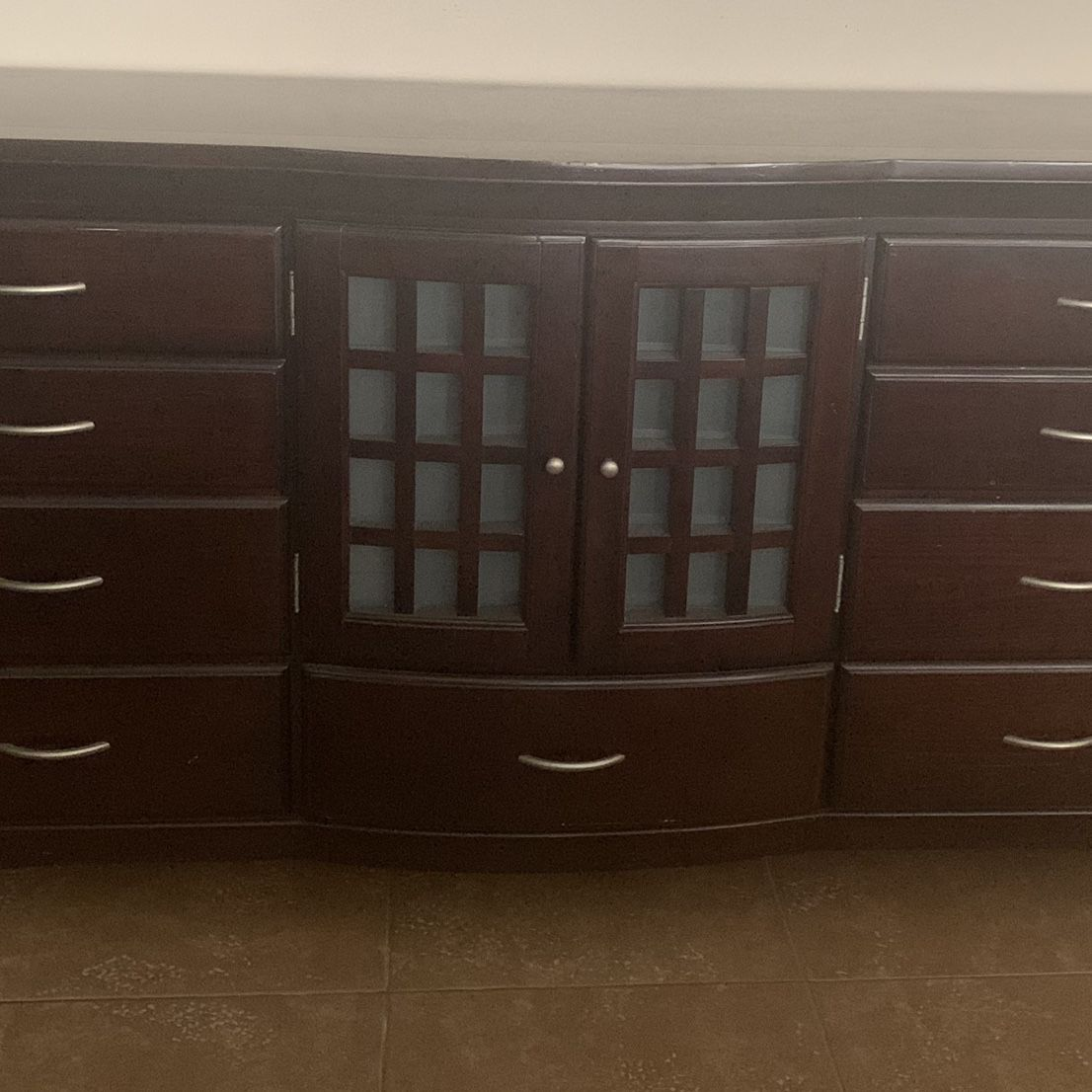 Very nice Dresser/Consol/living room Credenza Buffet