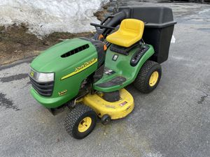 Photo John Deere L100 riding lawn mower