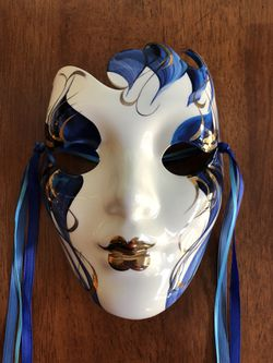 Porcelain mask from New Orleans Thumbnail
