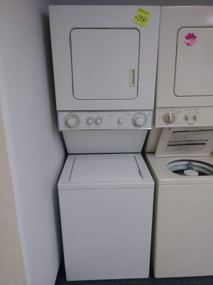 """24"""" inches wide washer and dryer combo very clean in great working conditions for Sale in Baltimore, MD"""