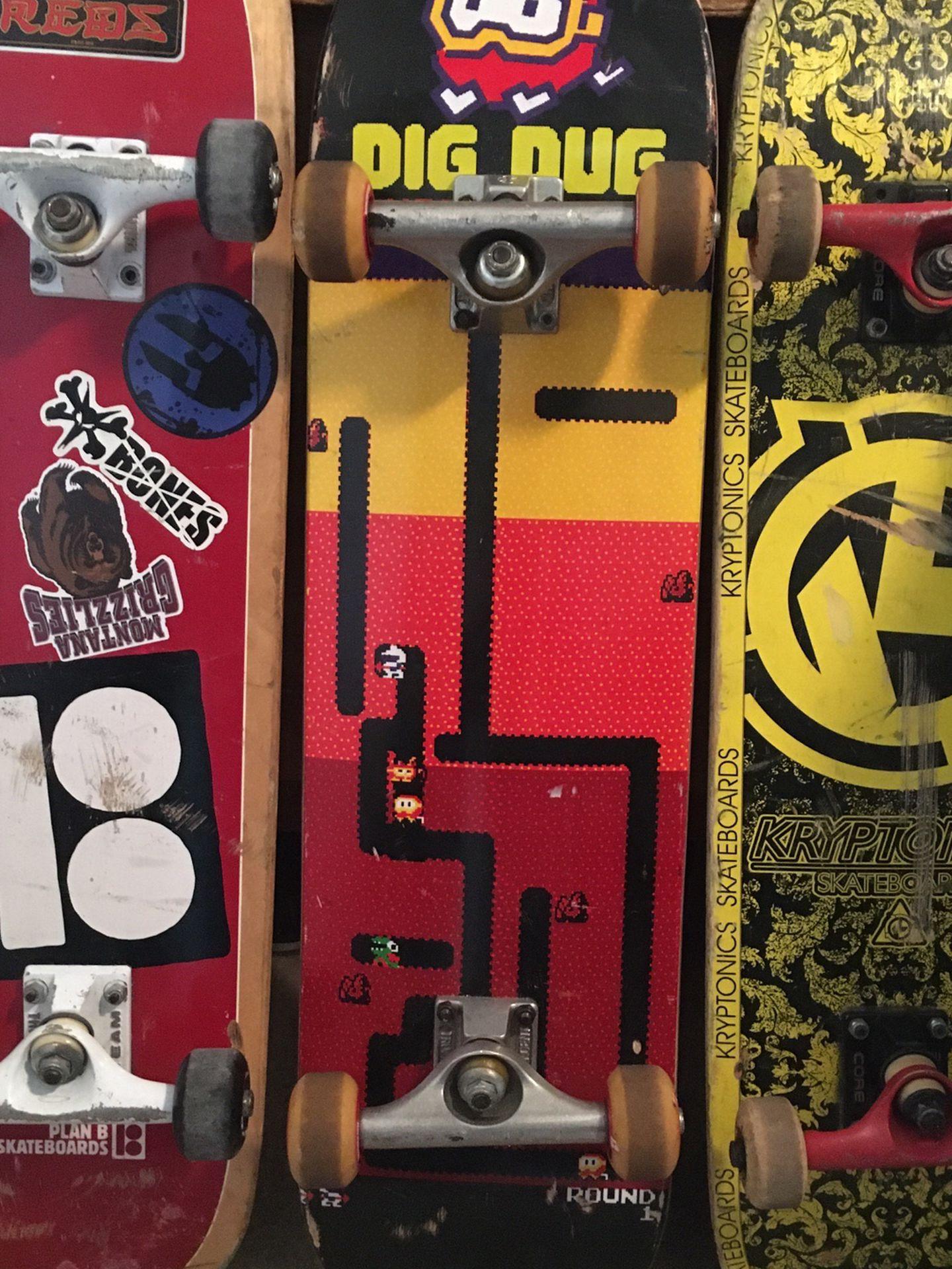 Skateboards: Plan B, Dig Dug, Kryptonic