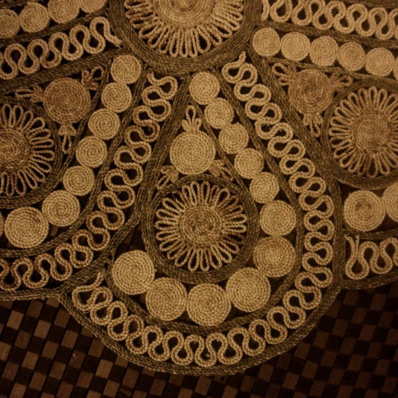 THIS HAS NOT BEEN SOLD, I DON'T KNOW WHY THIS HAD BEEN MARKED SOLD, MY APOLOGIES🌹VINTAGE 1970's BOHO JUTE MAT 3x3 ft In PERFECT CONDITION
