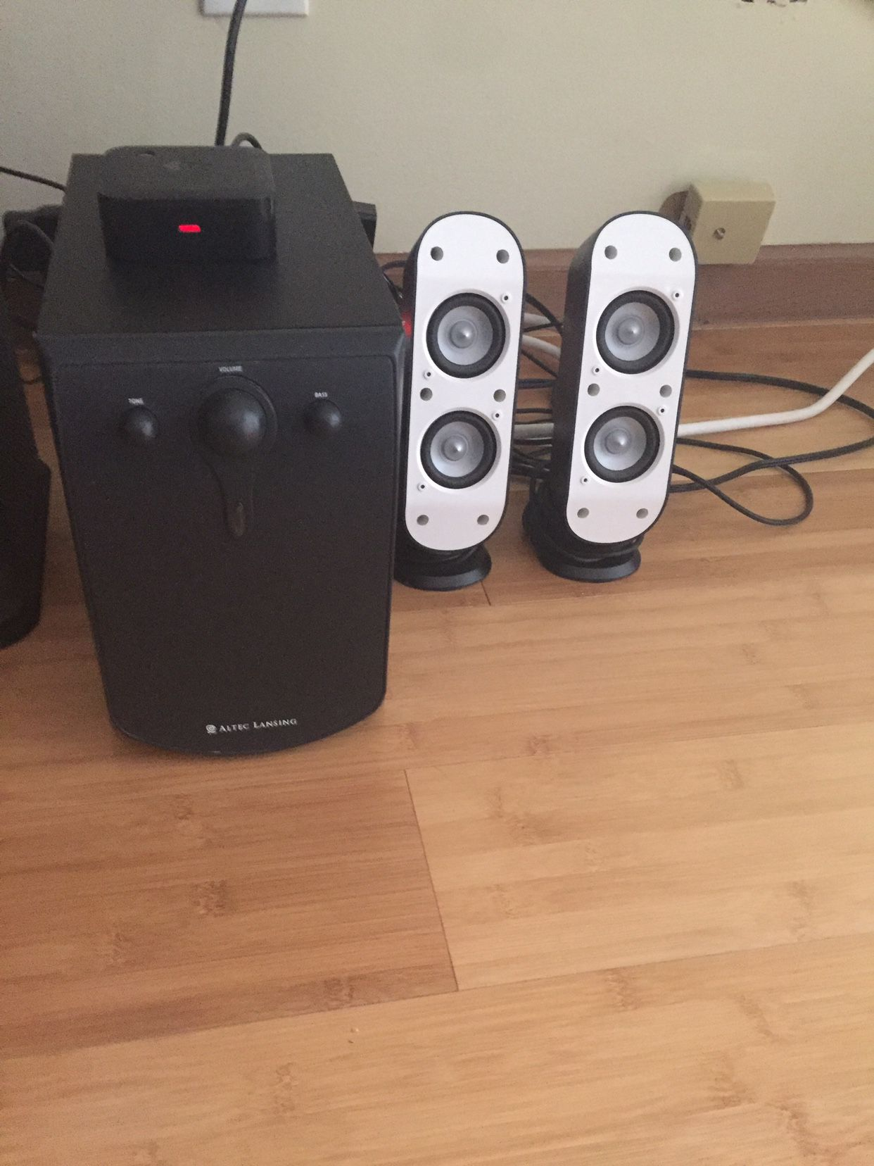 Logitech wireless speakers And Subwoofer Bluetooth