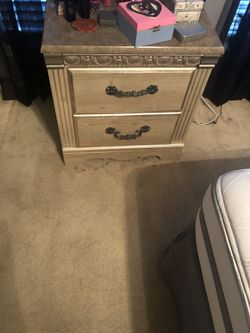 3 Piece Wood queen bed set Thumbnail