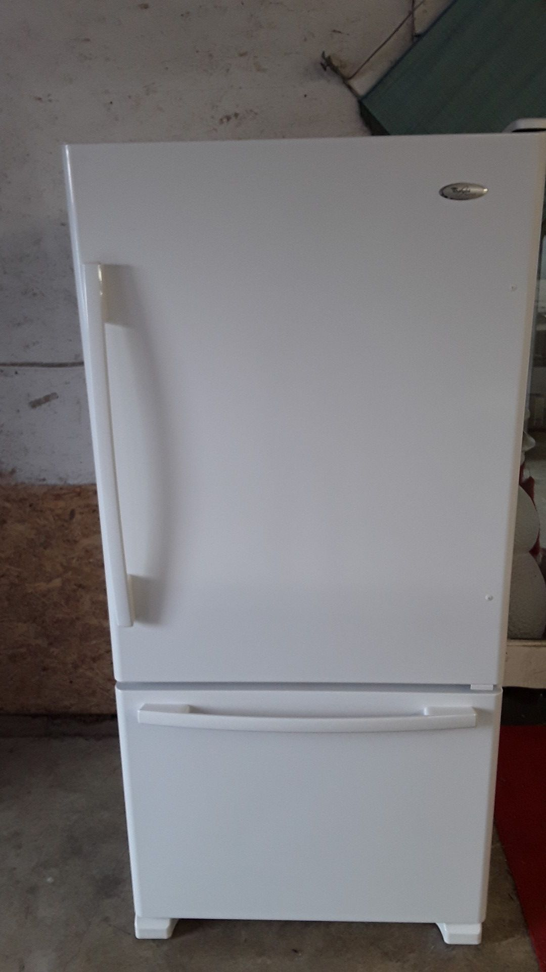 Beautiful 22 cubic foot bottom freezer pull out Whirlpool Gold with ice maker