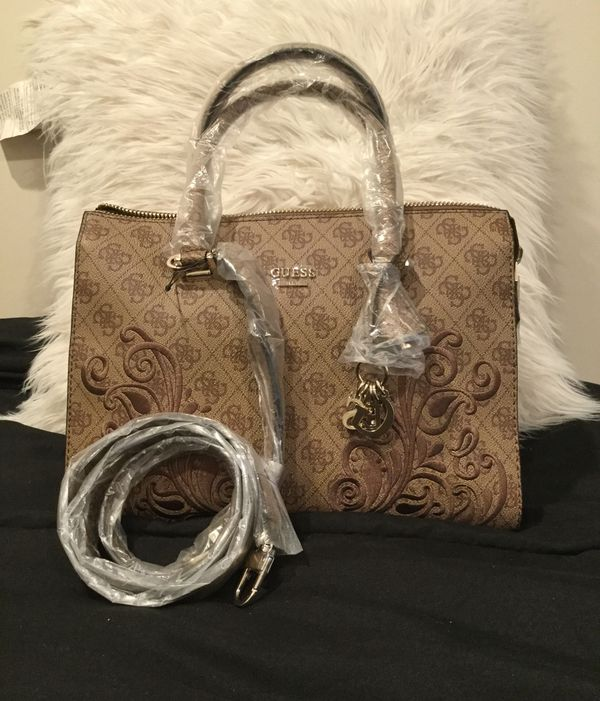 GUESS Ariana Satchel Crossbody for Sale in Los Angeles a3dba3aef0826