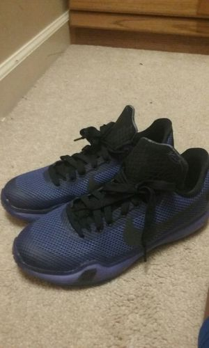 Almost New Kobe 10 size 7 for Sale in Charlotte, NC