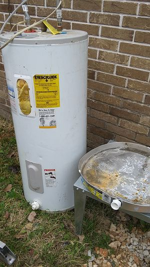 Electric water heater for Sale in Houston, TX