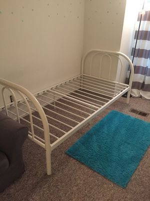 White bed fame for Sale in Gaithersburg, MD