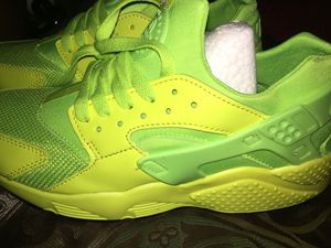 Lime green shoes for Sale in Savannah 84bf15b50