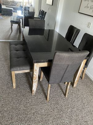 Photo Rustic dining table
