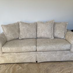 Luxurious High End Off white/ Beige Couch Thumbnail