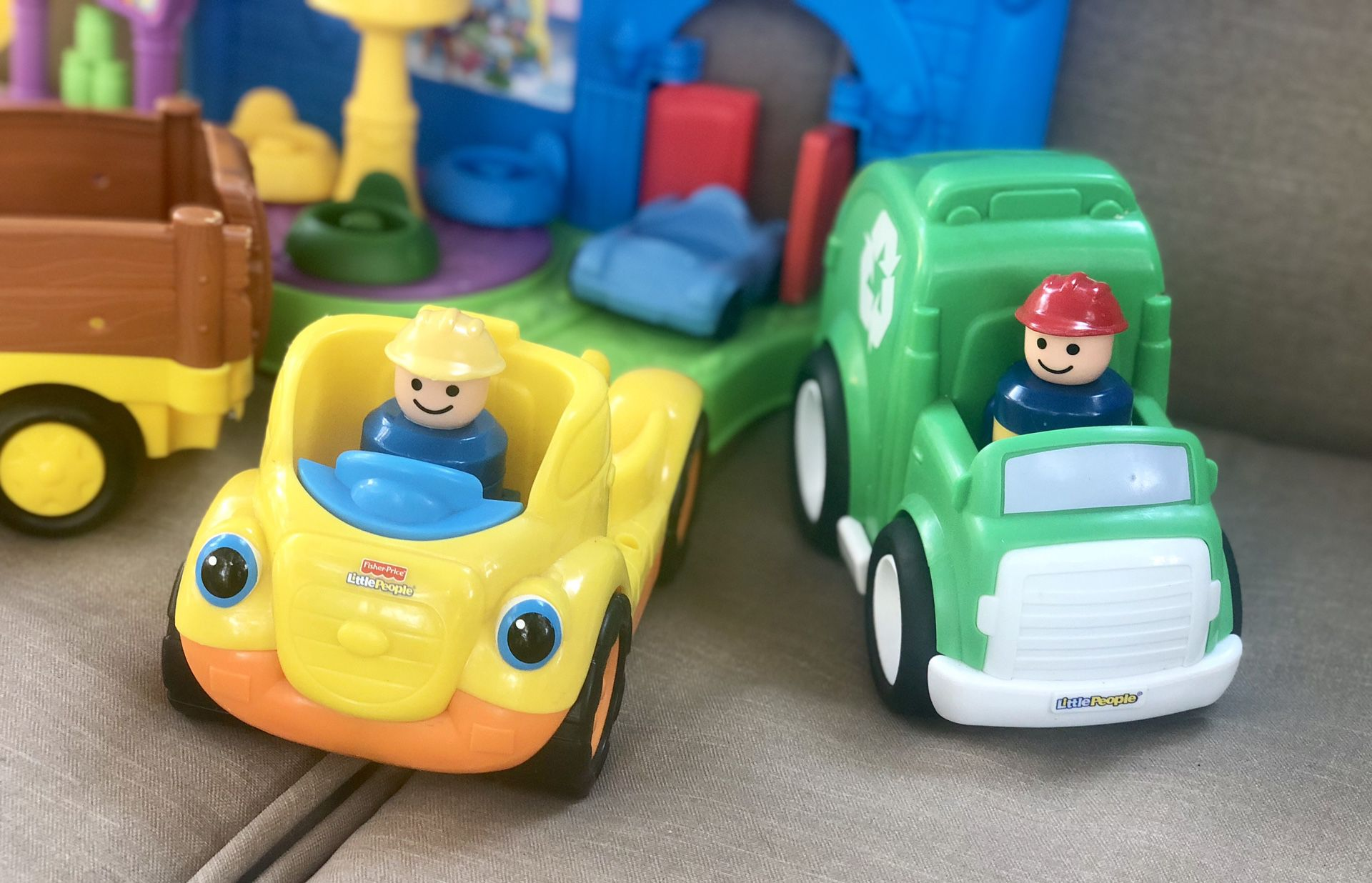 Fisher-Price Little People Lot- Great Condition!