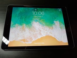"""Ipad Pro 9.7"""" 32G Wifi with Apple keyboard cover for Sale in Alexandria, VA"""