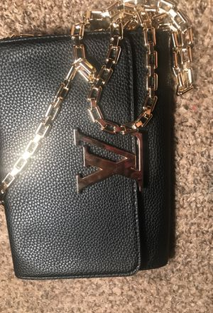 Small clutch cross over body purse for Sale in Galloway, OH