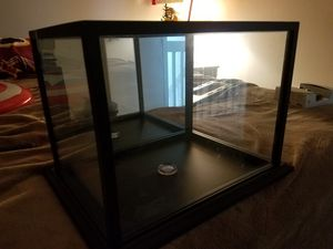 Display case with mirror in the back for Sale in Kissimmee, FL