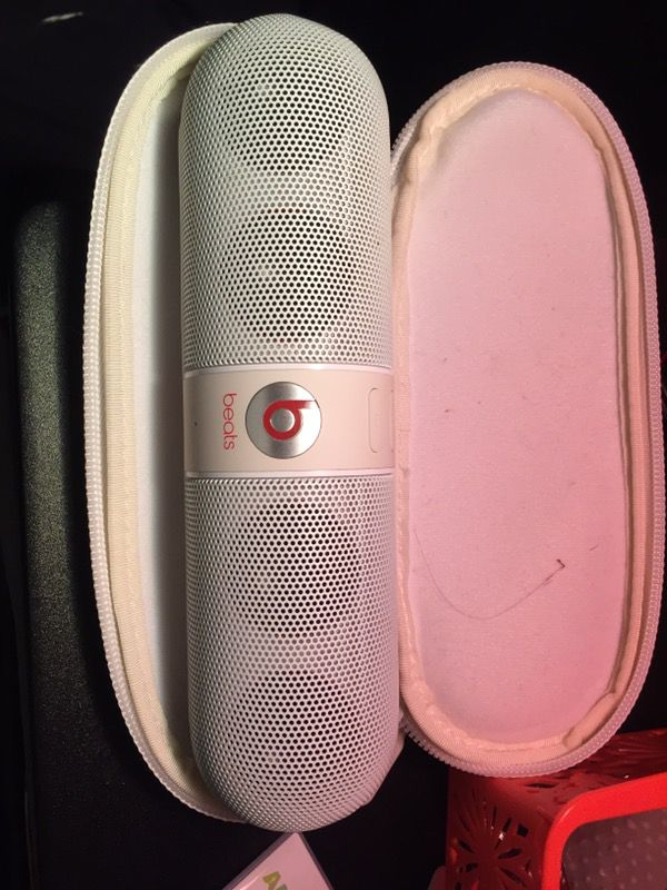 Beats by Dr. Dre Pill 1.0 Portable Wireless Bluetooth Speaker w/3.5mm Auxiliary Jacks & Hard Case (White)'