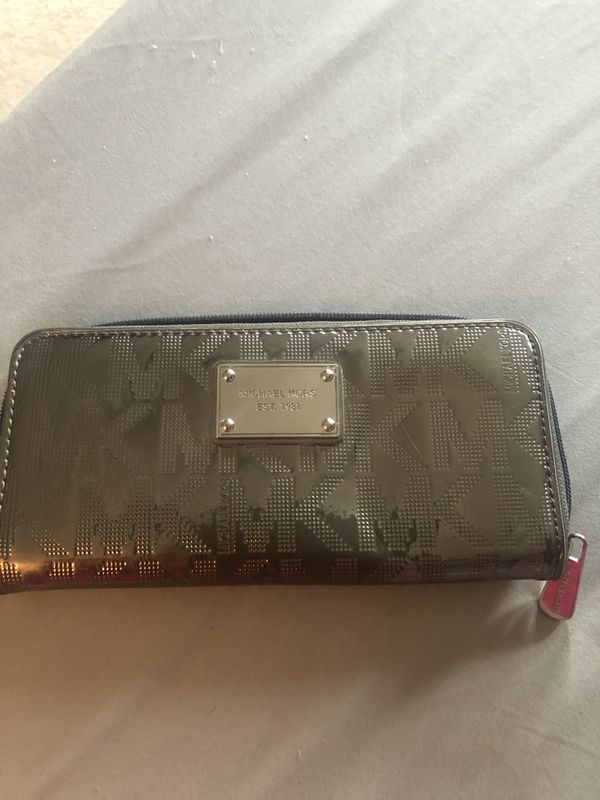 ffc12446a3ed Mk silver wallet. for Sale in Glenview