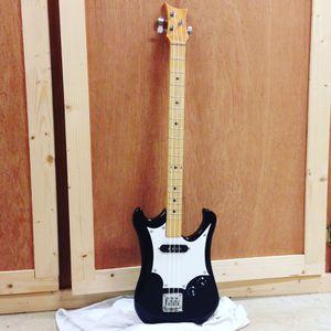 3 string solid body guitar for Sale in Raceland, LA
