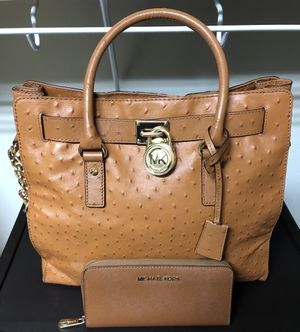 Beautiful Michael Kors Purse With Matching Wallet...Purse Used A Few Times! Wallet Brand New! Serious inquires only please! for Sale in Orlando, FL