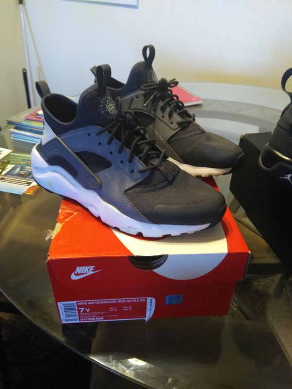 19ee1dfe78 Nike Huarache Size 7 youth for Sale in Riverside, CA - OfferUp