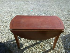 Solid hardwood table mint condition for Sale in Rolla, MO
