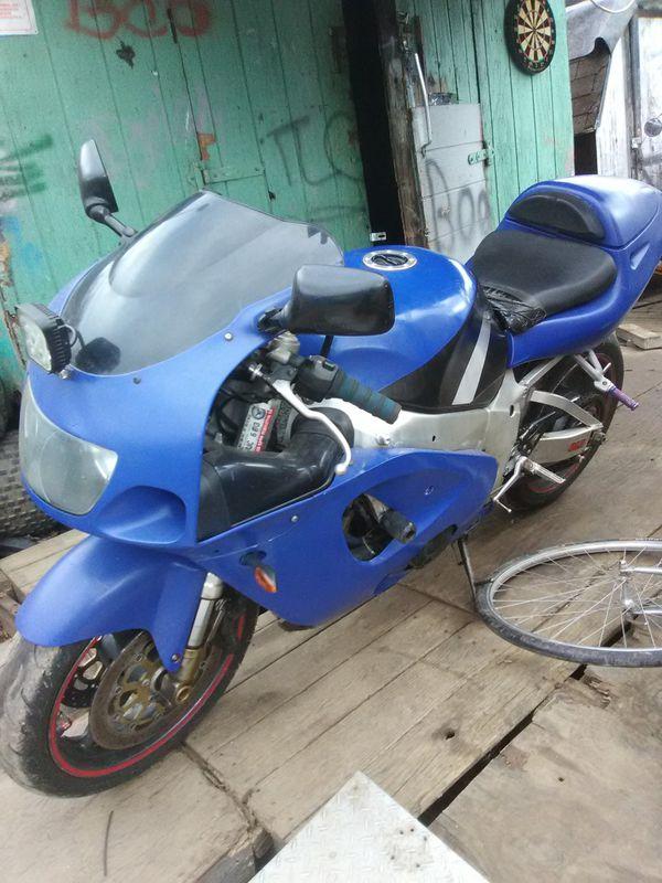 1997 gxr750 street bike