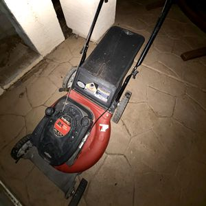 Photo Yard Machines 20 in. 190ccBriggs and Stratton Gas Lawnmower