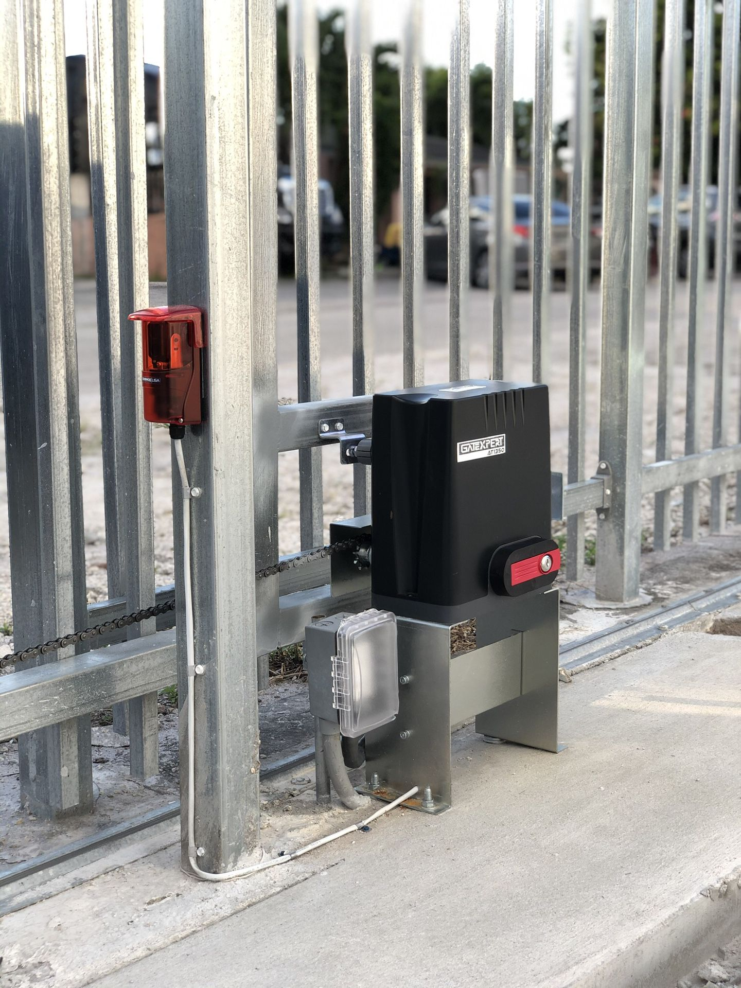 Automatic Gate Opener // 2 Remotes // 1 Year Warranty