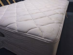 Photo Queen mattress Simmons Beautyrest Gaylords Hotels 12,box spring Jamison and cover. Delivery Included at price.