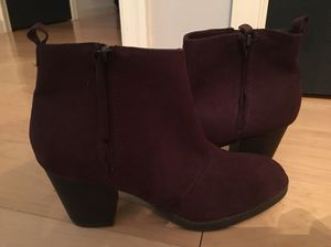 8f671139fa52 Women s black booties with red zipper for Sale in Palmyra
