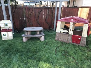 Photo Step2 play house outdoor kitchen and picnic table