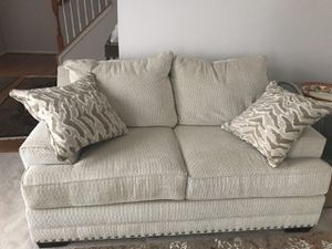 Love seat with cushions for Sale in Germantown, MD