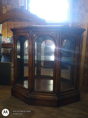 Photo Short Carrio cabinet with glass door