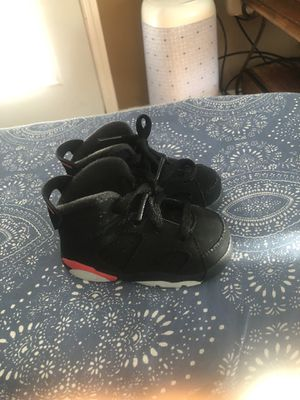 Photo Jordan Retro 6 size 4c toddler (like new)
