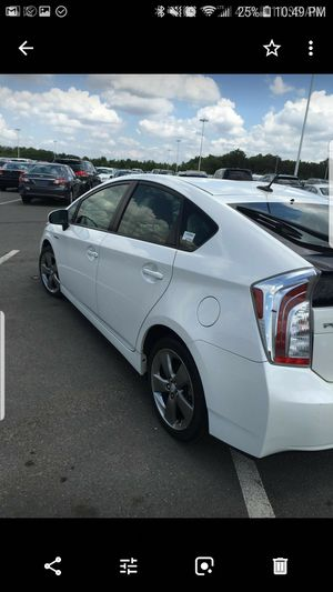 TOYOTA PRIUS V 2013 special edition for Sale in Chantilly, VA