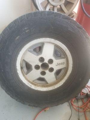 Photo ONE jeep rim & 31x10.50r15 tire.