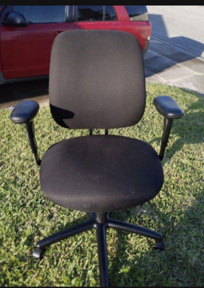 Roller Office Chair Rolling 3 Levers For Multiple Back Positions. Great Support