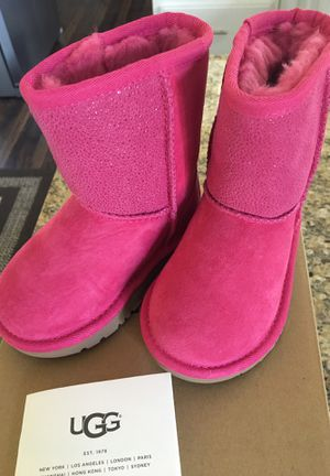 Baby UGGS hot pink with sparkles size 7t for Sale in Fresno, CA