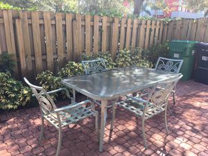 Patio table w/ 3 chairs for Sale in Miami, FL