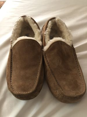 Mens/boys size 9 UGG Slippers. Like new, only worn a few times. Sells for $120. Selling for $40 for sale  Rogers, AR
