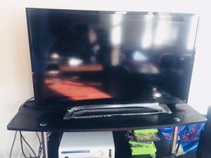 40 inch Sony tv led (with remote) for Sale in Chicago, IL