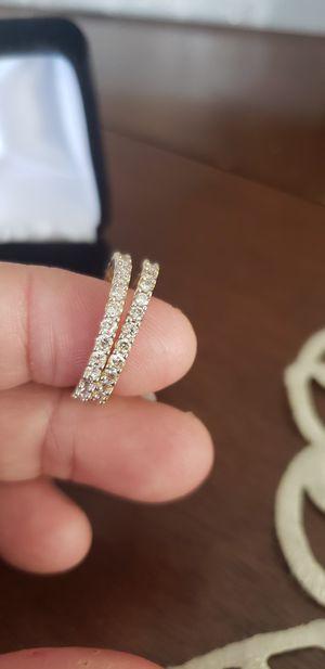 Photo 14 k diamond bands.