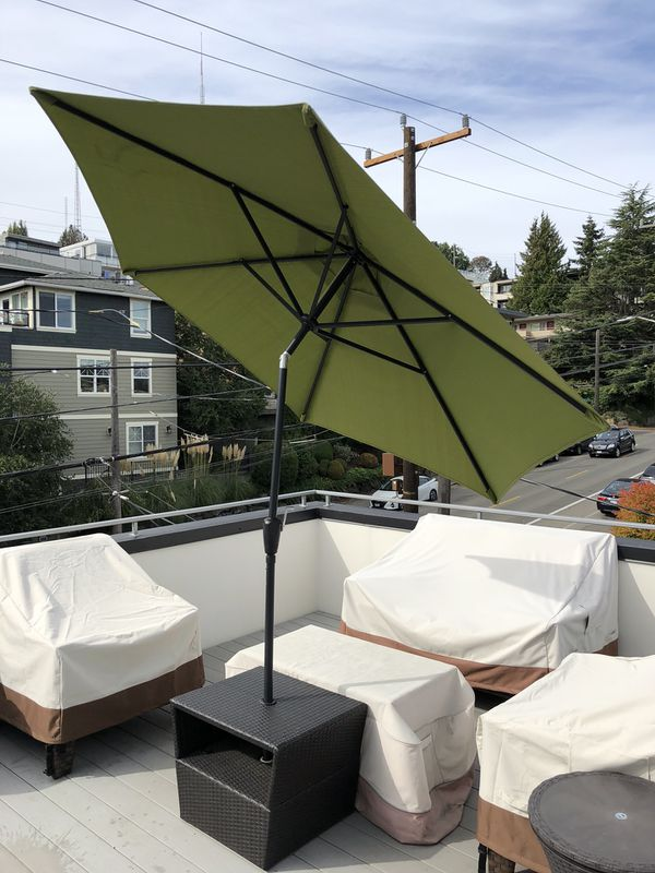 Patio Umbrella with Wicker Base for Sale in Seattle 669755f87