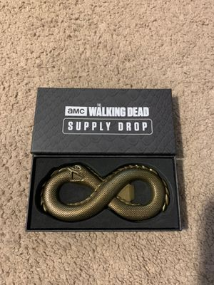 Photo The Walking Dead Supply Drop Box Exclusive Alpha's Belt Buckle Bottle Opener