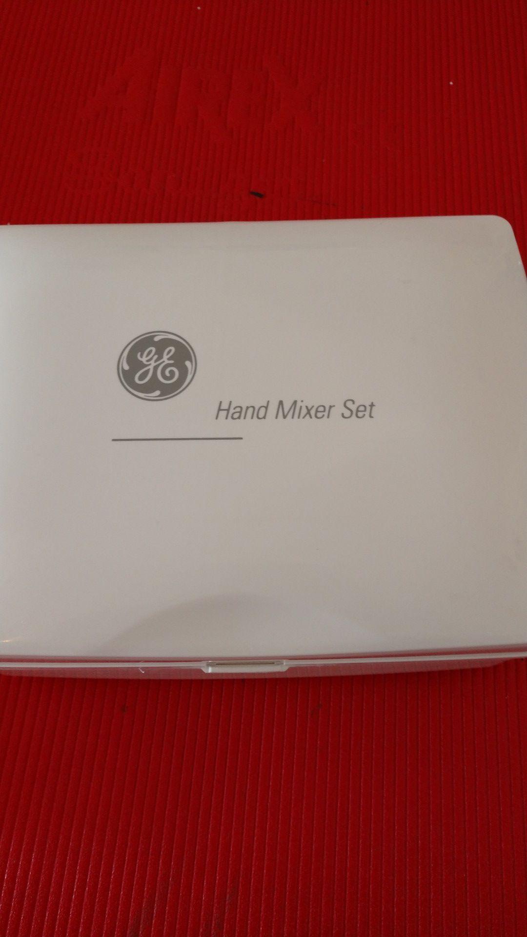 GE Electric Hand Mixer with Case 225 watt