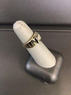 14K RING WITH DIAMOND STONE Thumbnail