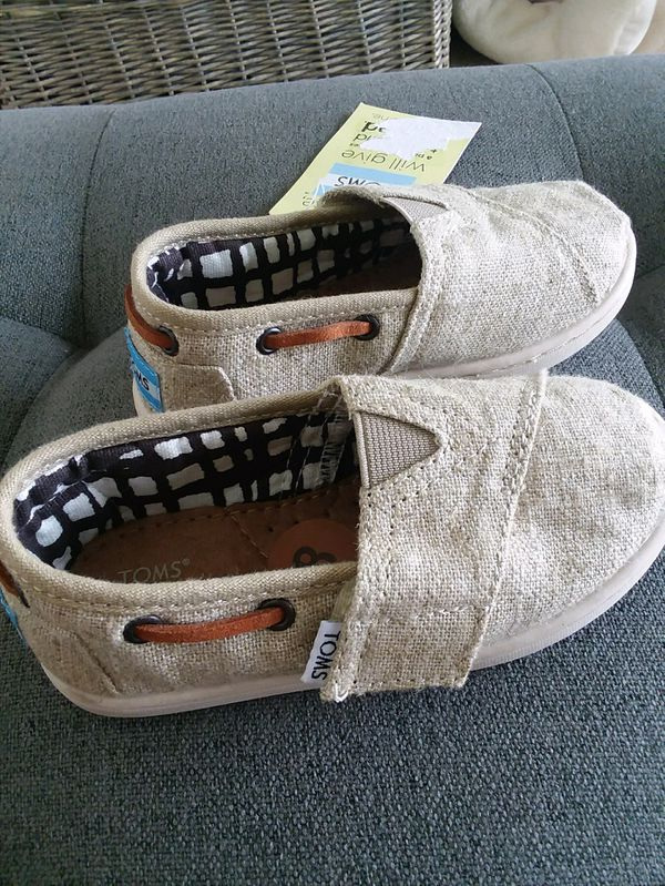 027b819ced8 Brand New with Tags Girls Youth Toddler Kids TOMS shoes size 8 Natural  Burlap Tan