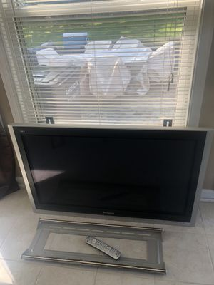 "42"" Panasonic Flat Screen TV with Wall Mount for Sale in Springfield, VA"